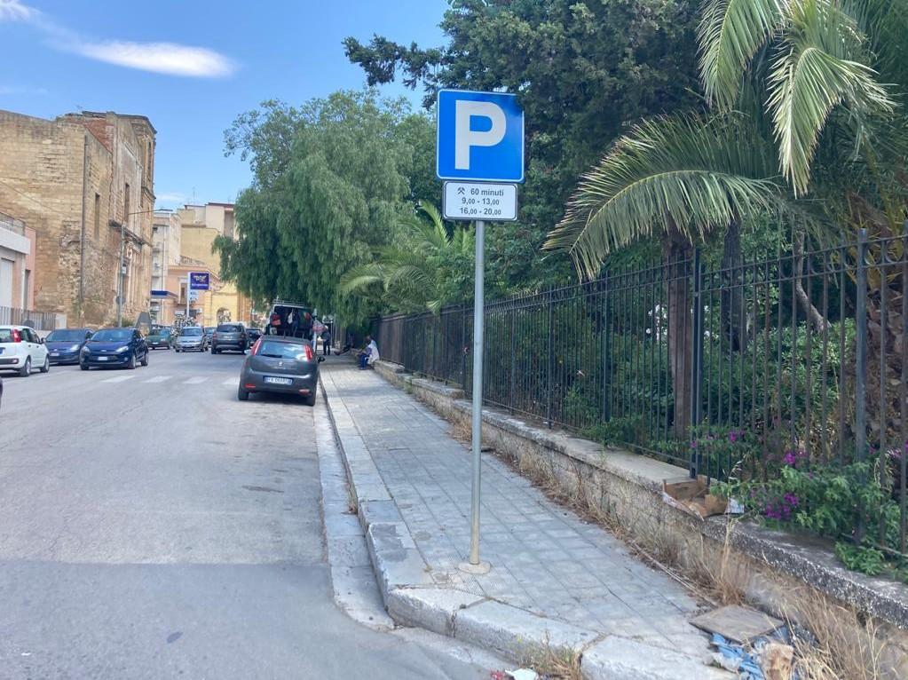 Immagine articolo: CVetrano, disposta in un tratto di via Campobello la sosta regolamentata gratuita a tempo limitato