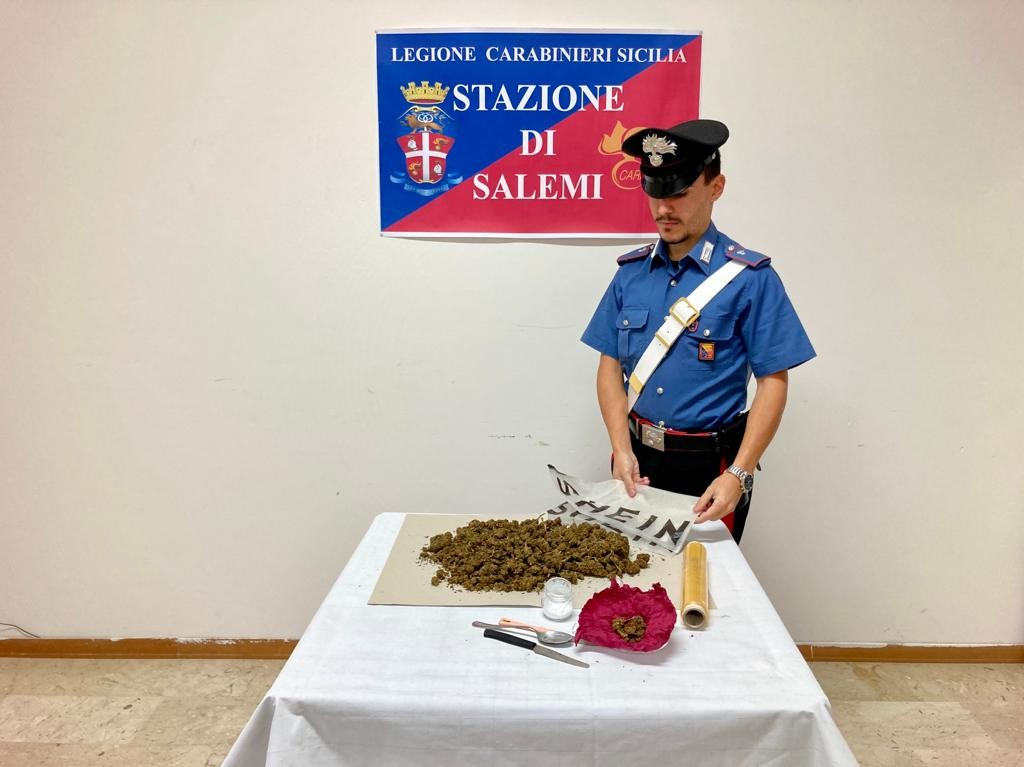 Immagine articolo: Salemi, i Carabinieri arrestano un 35enne: Era in possesso di quasi mezzo chilo di marijuana