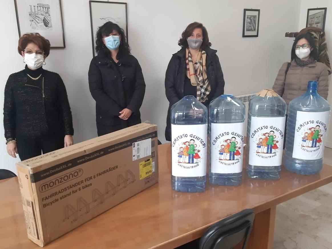 Immagine articolo: CVetrano, conclusa l'iniziativa della raccolta dei tappi di plastica nelle scuole. Successo per l'iniziativa del Comitato dei genitori