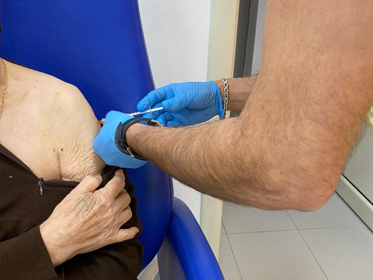 """Immagine articolo: Prosegue l'iniziativa vaccinale """"Porte Aperte"""" anche senza prenotazione nei centri del territorio per i nati prima del 31 dicembre 1961"""