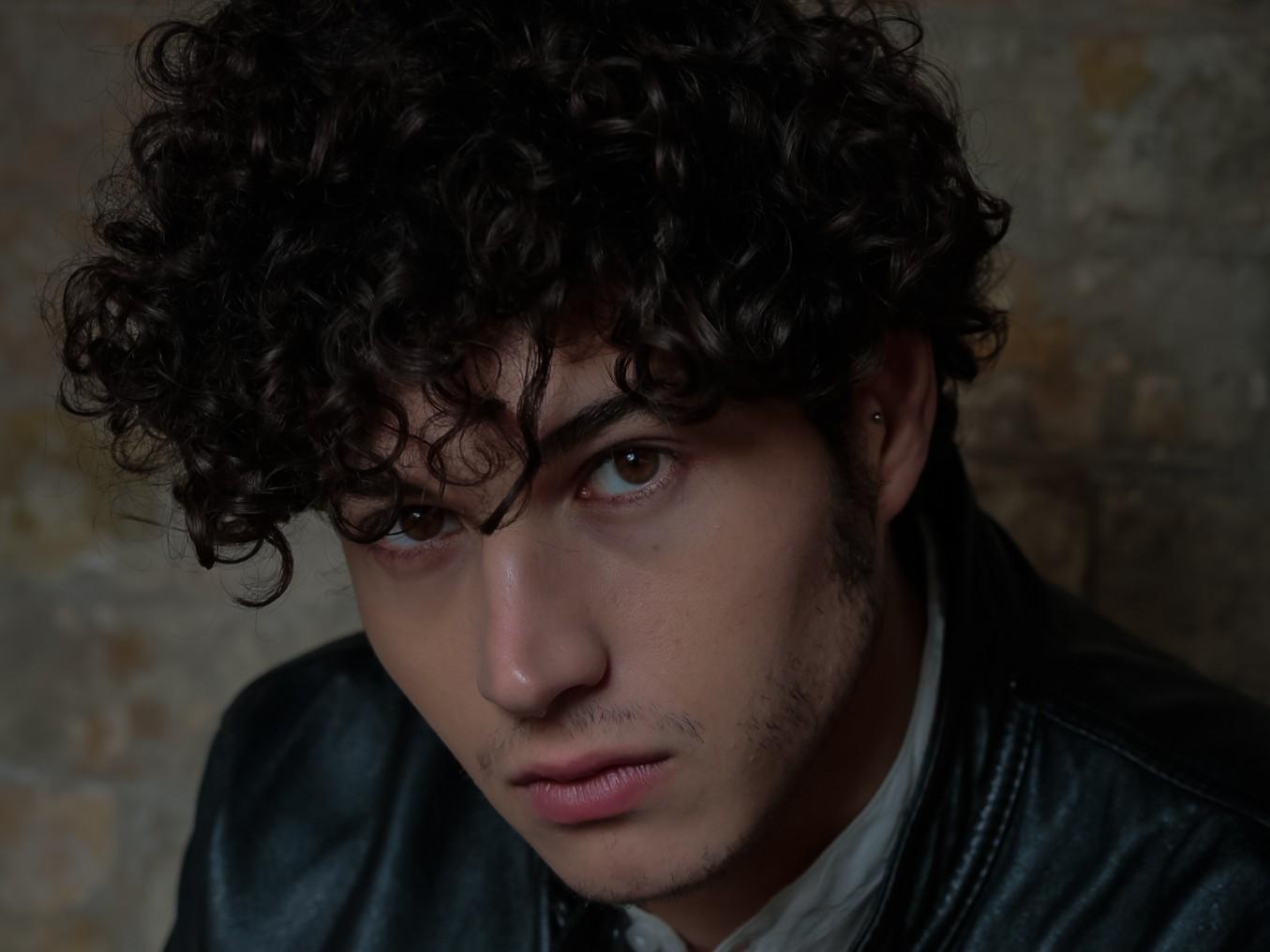 """Immagine articolo: Il giovane attore cvetranese Giancarlo Commare nel cast de """"Il Paradiso delle Signore"""" in onda su Rai Uno"""