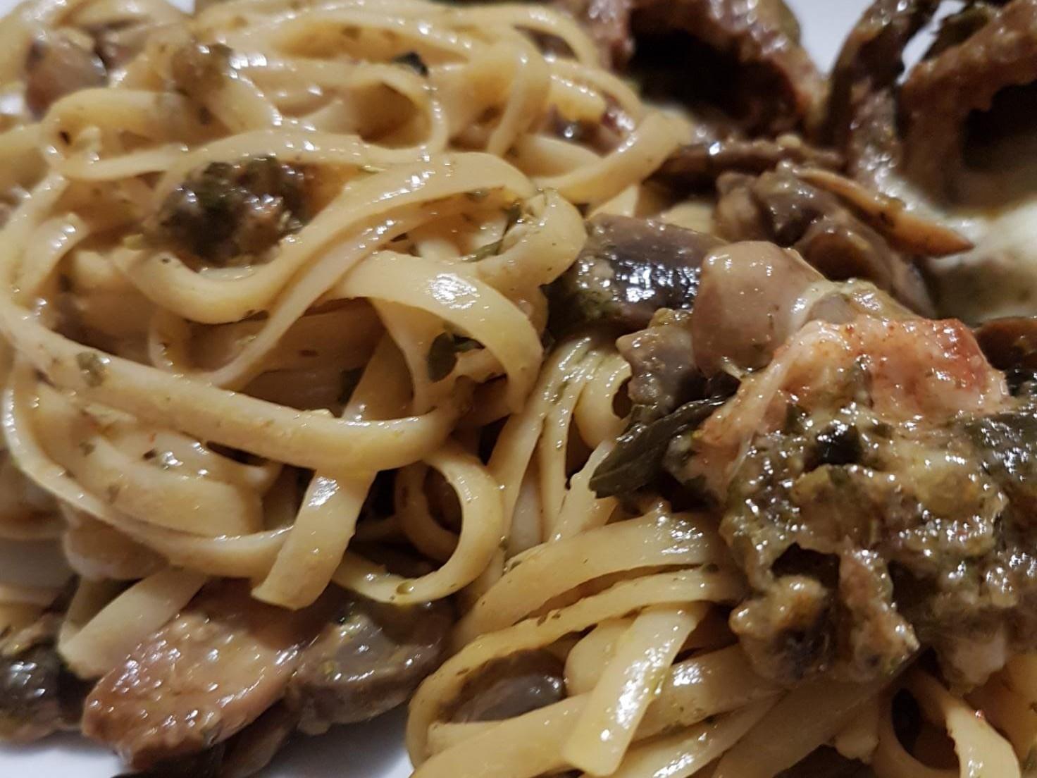 Immagine articolo: La mia ricetta è: linguine al sugo di champignon e manzo. Ecco ingredienti e come prepararle