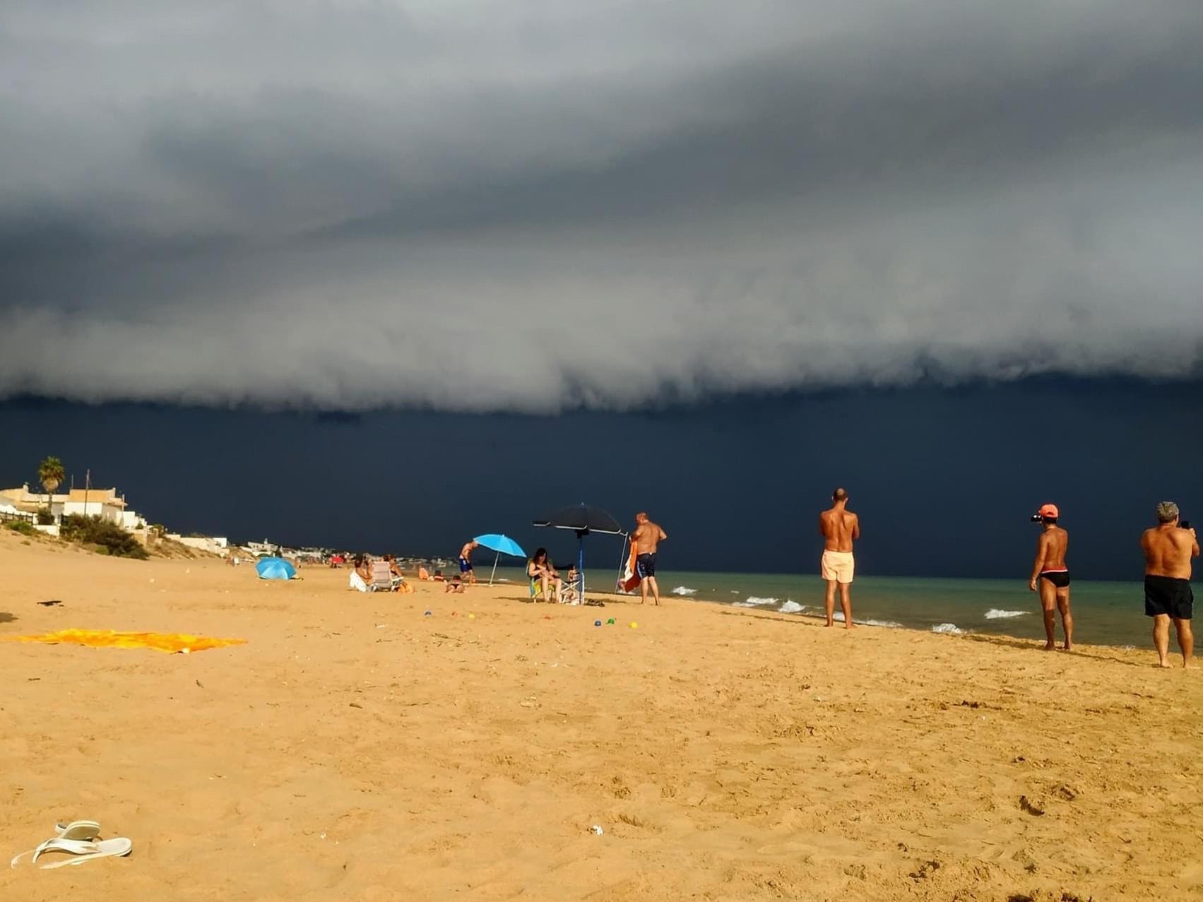 """Immagine articolo: Da Selinunte a Tre Fontane passando per Triscina. Ieri """"nubi a mensola""""e tanti click in spiaggia"""