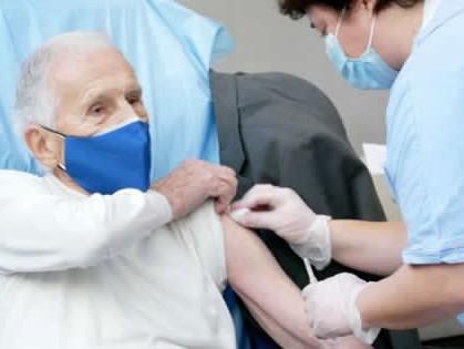 Immagine articolo: Open day vaccinazioni anche a CVetrano. I soggetti di età compresa tra 60 e 79 anni potranno vaccinarsi senza prenotazione con AstraZeneca