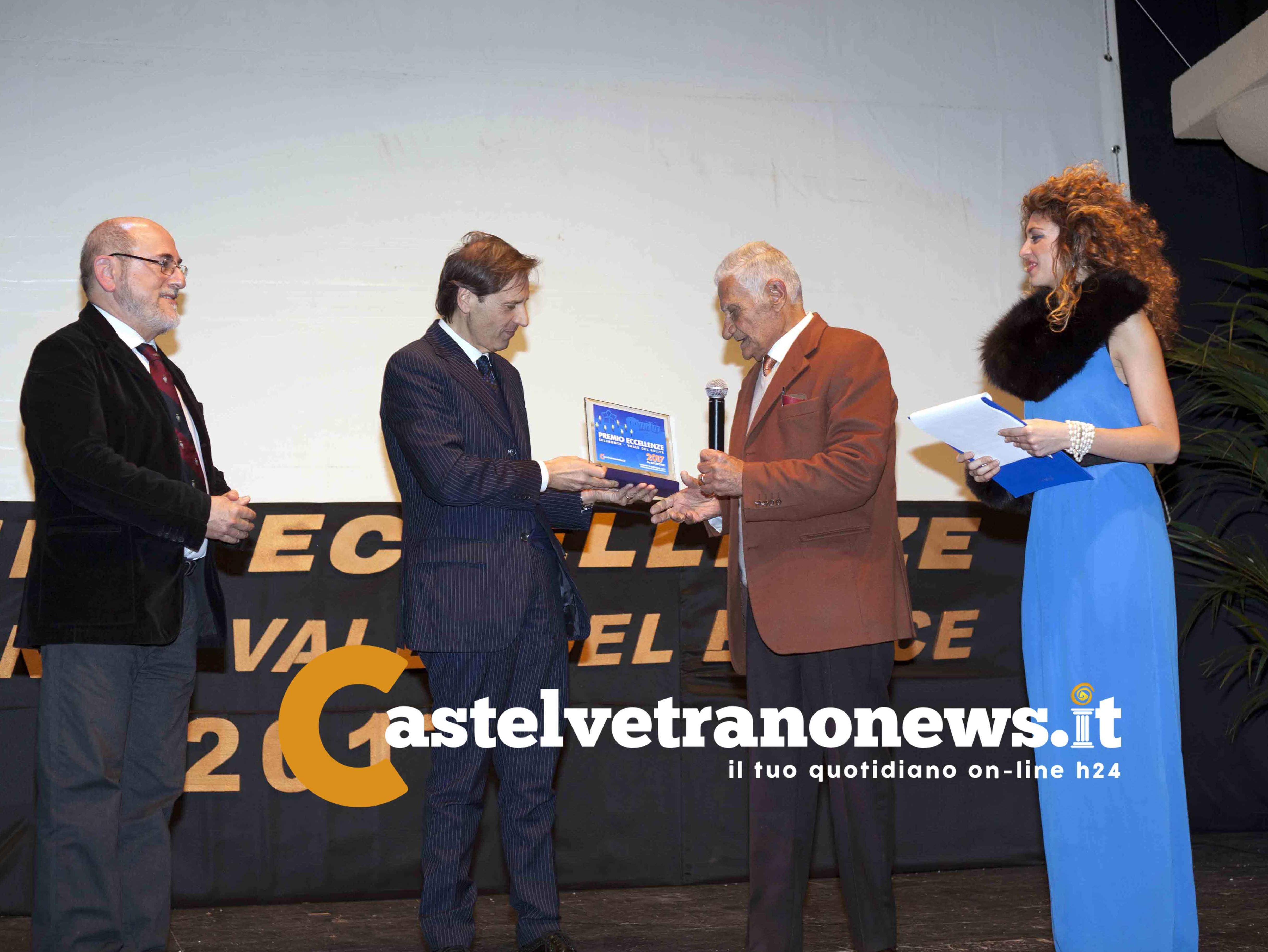la consegna del Premio Eccellenze 2017 a Baldo Ingoglia da parte di Settimo Marineo e del Commissario Dott. Caccamo
