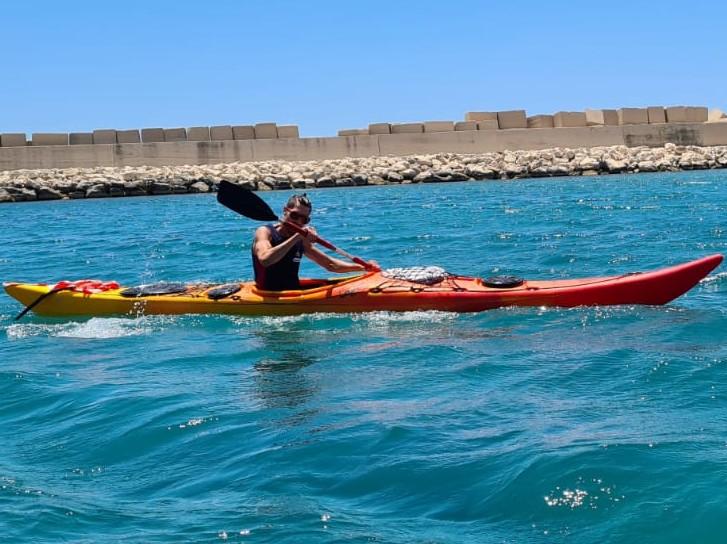 Immagine articolo: Da Selinunte per circumnavigare la Sicilia in kayak. Il sogno di Riccardo tra beneficenza e sport
