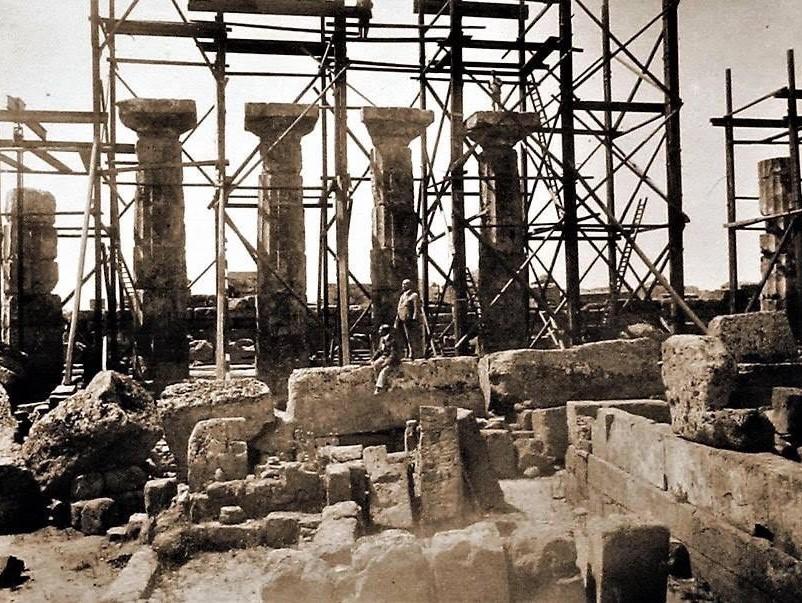 """Immagine articolo: Quando Mussolini destinò la donazione di un italiano all'estero per """"risollevare"""" il tempio C di Selinunte"""