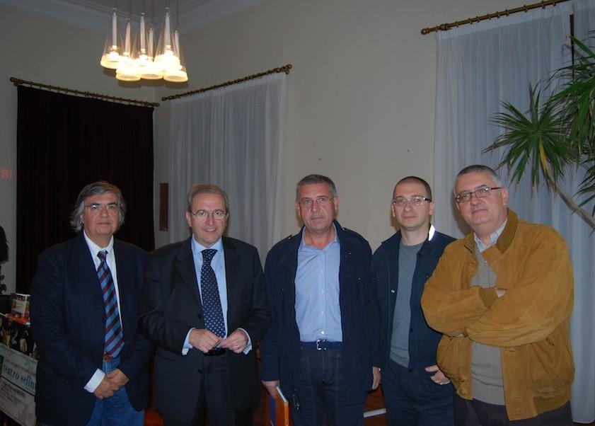 Da SX: Nicola Iraci, Il Sindaco Gianni Pompeo, Nino Ditta, Leonardo Vivona e Mario Corsentino