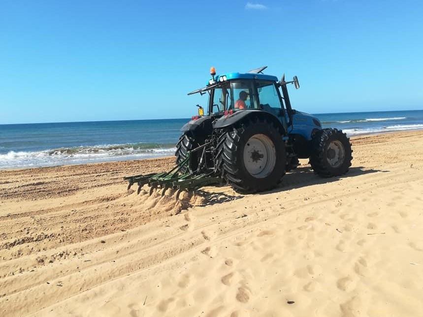 Immagine articolo: Triscina, partita la pulizia delle spiagge. Stamane avviati i lavori