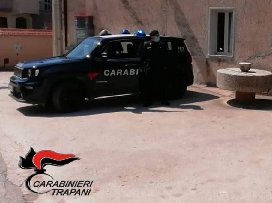 Immagine articolo: Salemi, 40enne insofferente agli arresti domiciliari: I Carabinieri lo conducono in carcere
