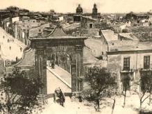 Immagine articolo: Storia dell'Arco Garibaldi. Quando nel 1902 rischiò la demolizione