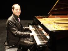 Immagine articolo: Da Castelvetrano a docente di pianoforte in Normandia: la storia di Daniele Simanella