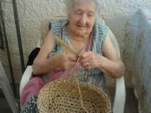 """Immagine articolo: Campobello, 90 anni di """"amore"""" per la """"Giummara"""". La storia di Antonina e delle scope da 200 lire"""
