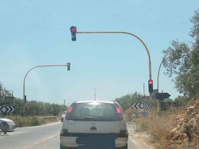 """Immagine articolo: """"Attenzione a quando vi fermate al semaforo di Triscina"""". Segnalazione di un lettore dopo un forte spavento"""
