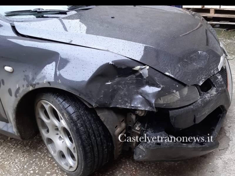 Immagine articolo: Campobello, danneggia auto e tenta di darle fuoco dopo diverbio