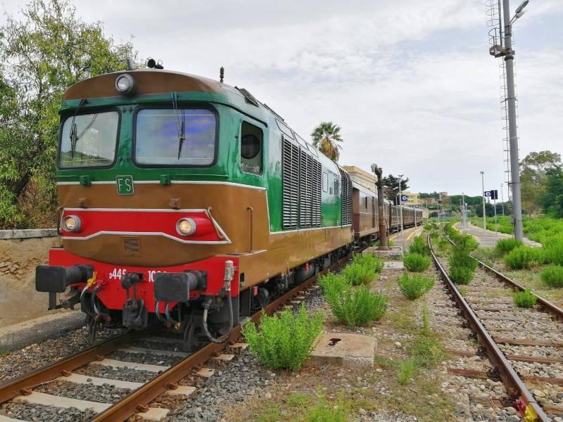 Immagine articolo: Domenica 21 ottobre appuntamento con il Treno dell'olio e del pane nero che viaggerà da Palermo fino a Selinunte