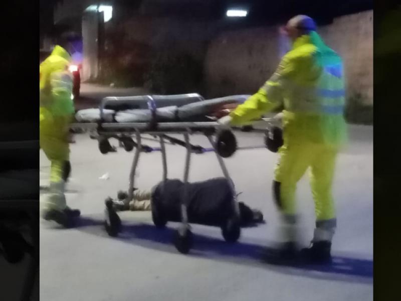 Immagine articolo: Uomo a terra a CVetrano. Sul posto arriva l'ambulanza