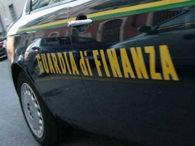 Immagine articolo: Azienda operante a CVetrano non aveva dichiarato ricavi per oltre 6 Milioni. Sequestro della GdF da oltre 400 Mila Euro
